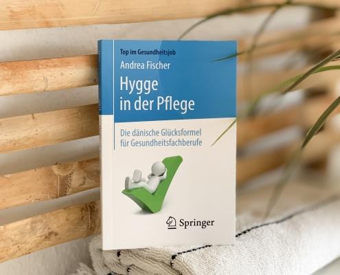 """Buch """"Hygge in der Pflege"""" von Andrea Fischer"""